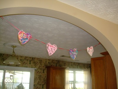 The Thompson Tales - Yarn Heart Garland