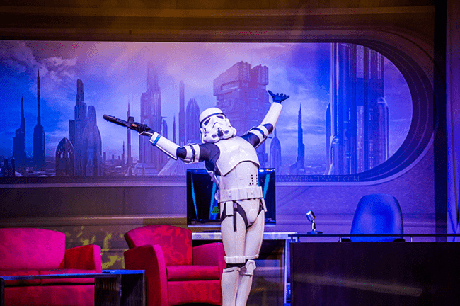 I'm sharing my five tips to get the most out of Star Wars Weekends, 2015! Plan ahead to see the stars, watch shows, grab autographs, & purchase merchandise!
