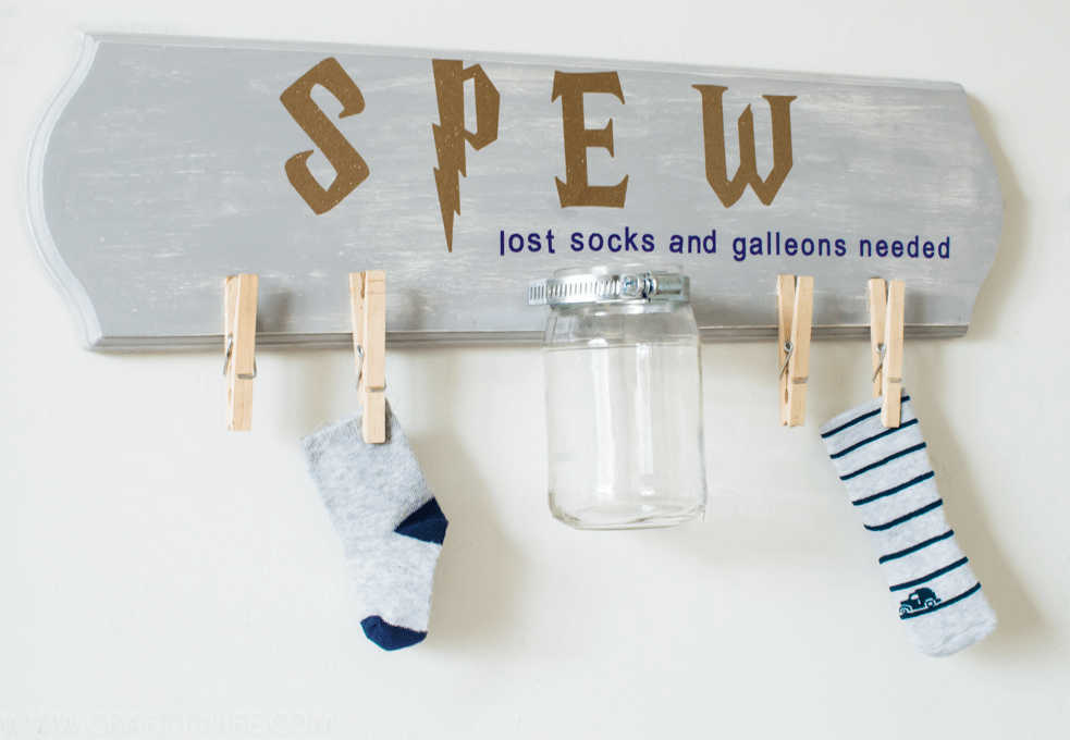 Pay homage to Hermione and S.P.E.W. with this fun Harry Potter laundry sign! Use it to collect lost socks and spare galleons and support the promotion of elfish welfare.