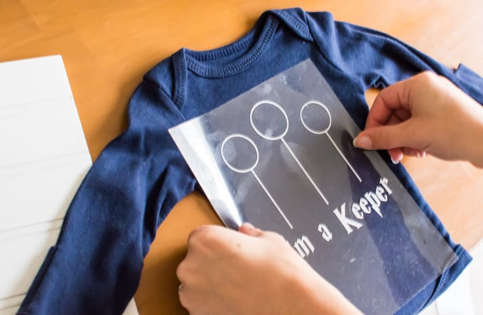 Make an easy baby shower gift for the nerdy mom to be with a silhouette portrait machine! These nerdy baby onesies are perfect for the ultimate Whovian or Potterhead.