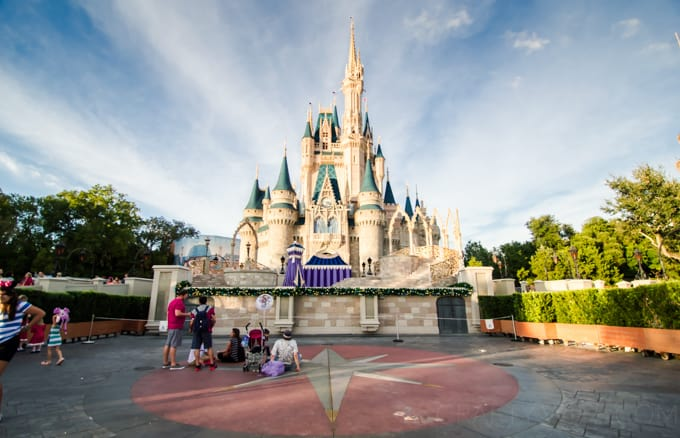 The Fastpass+ system at Disney World is easy to use and really convienient, when you know how to use it to your advantage!  Find out how with these five reasons to love Fastpass+!