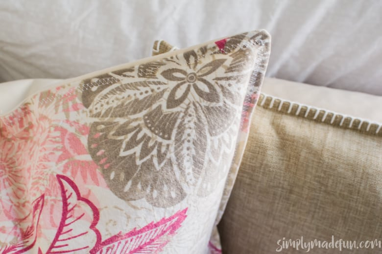 If you love simple sewing projects, you'll love how easy it is to make this envelope pillow! You need two pieces of fabric & an hour out of your afternoon.