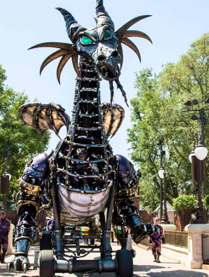 watching-parades-at-disney-world-hero-2