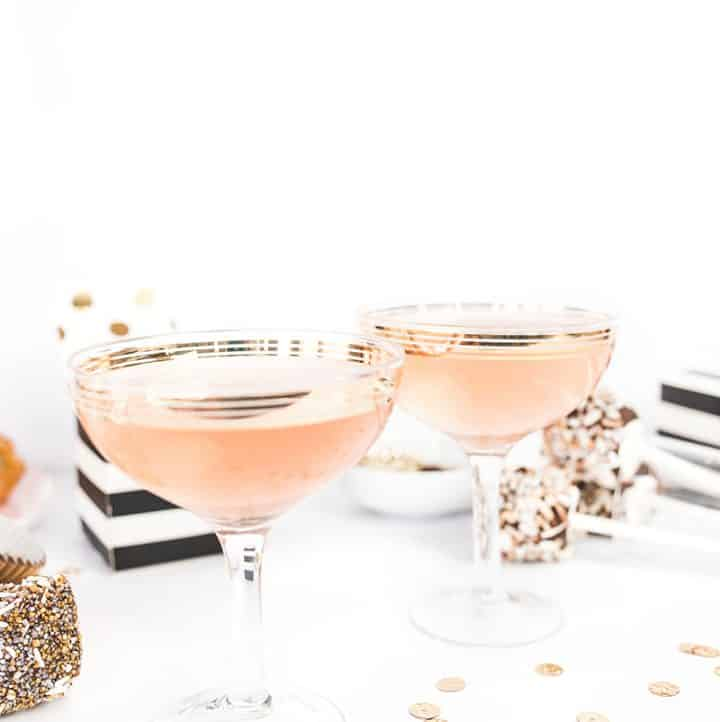 Ring in the New Year with family & friends and plan a simple get-together with diy crafts and simple recipes using this New Years Eve Party roundup!