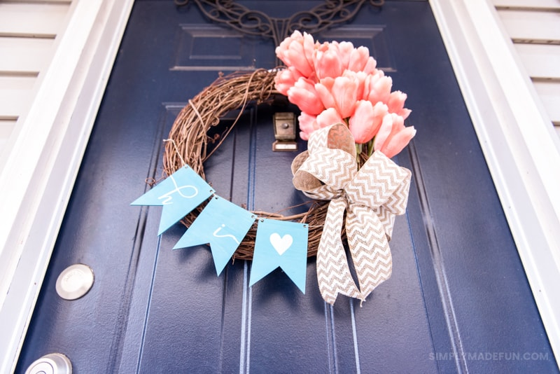 Easy Spring Tulip Wreath - Use silk flowers, burlap, a wood banner and your Silhouette Machine to create a gorgeous and unique wreath for your front door. It's so easy and the perfect 20 minute craft to DIY!