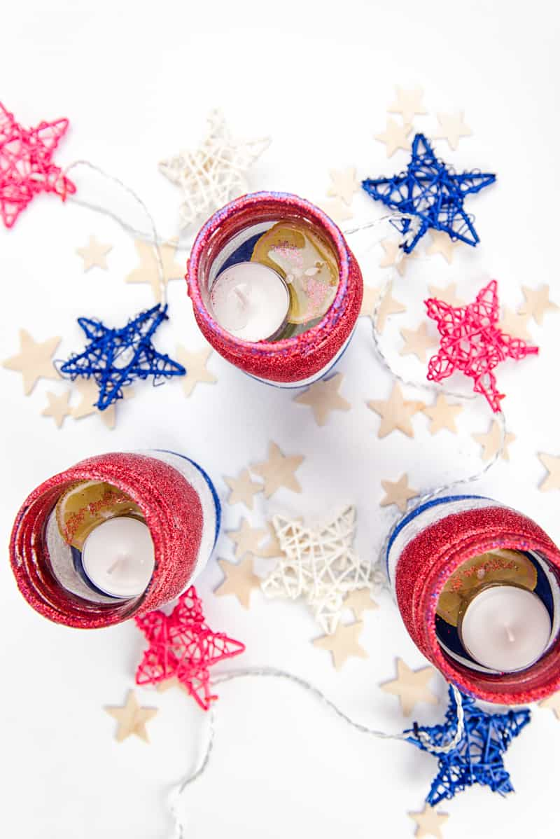 How to Make These Glitter Patriotic Mason Jars