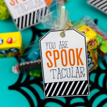 Halloween Gift Tags - I try to come up with fun ways to show our son's teachers appreciation throughout the year, usually with personalized gifts made with the print and cut feature on my Silhouette Machine. Halloween is the best time to give them a spooky and delicious treat, and it's the perfect opportunity to get your kids involved in crafting the special treat.