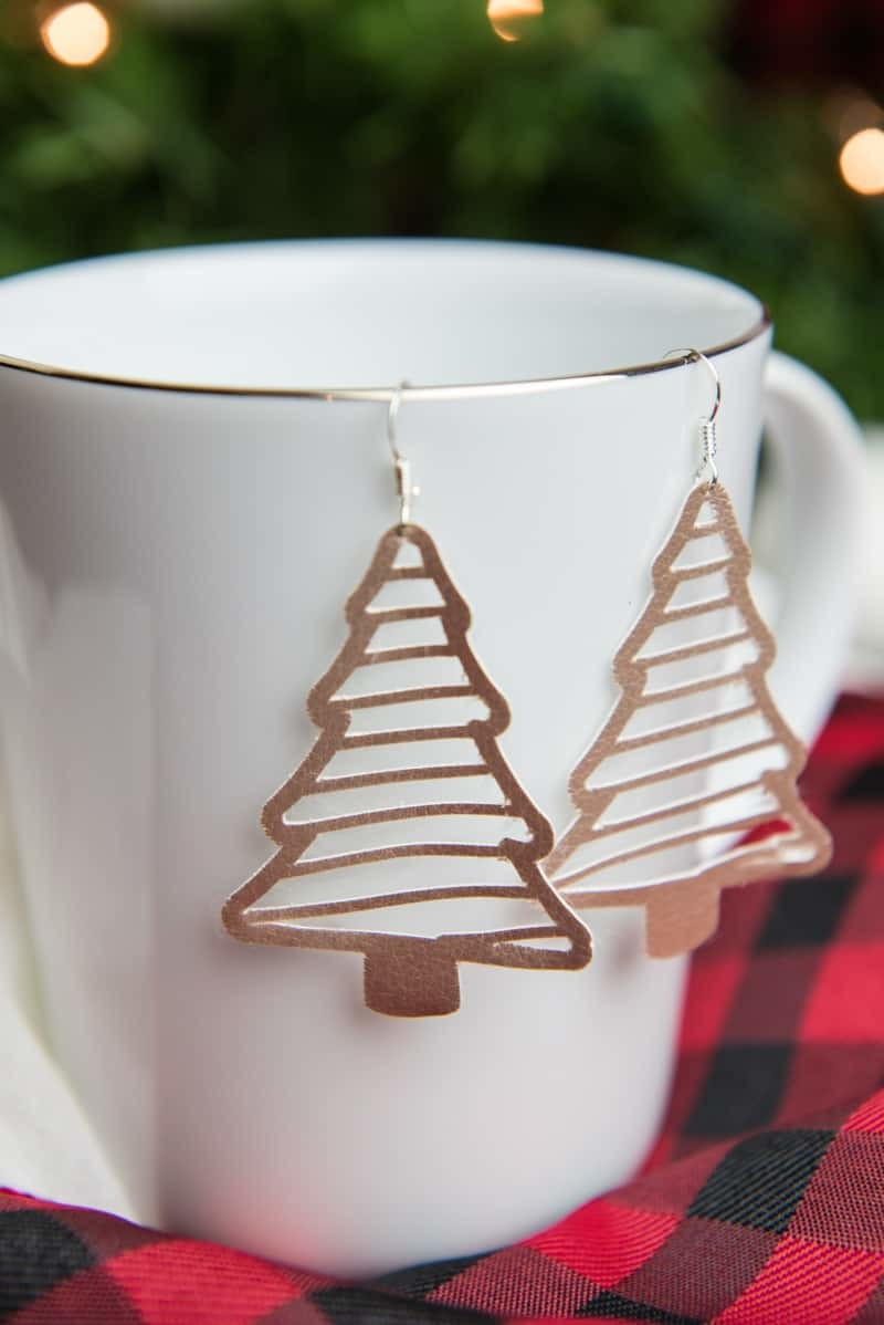 Christmas Tree Earrings - I hate heavy earrings that pull on my ears after a while so I tend not to wear any. Faux suede is a great compromise, it looks stylish and is lightweight so it won't hurt your ears! You can make your own stylish Christmas tree earrings with the free SVG + PNG file on the blog.