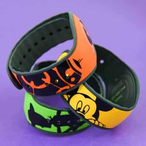Disney Magic Bands - Get ready to show your #disneyside with custom Disney Magic Bands! All you need is 20 minutes, a Silhouette Machine, and some vinyl to end up with a new craft obsession.