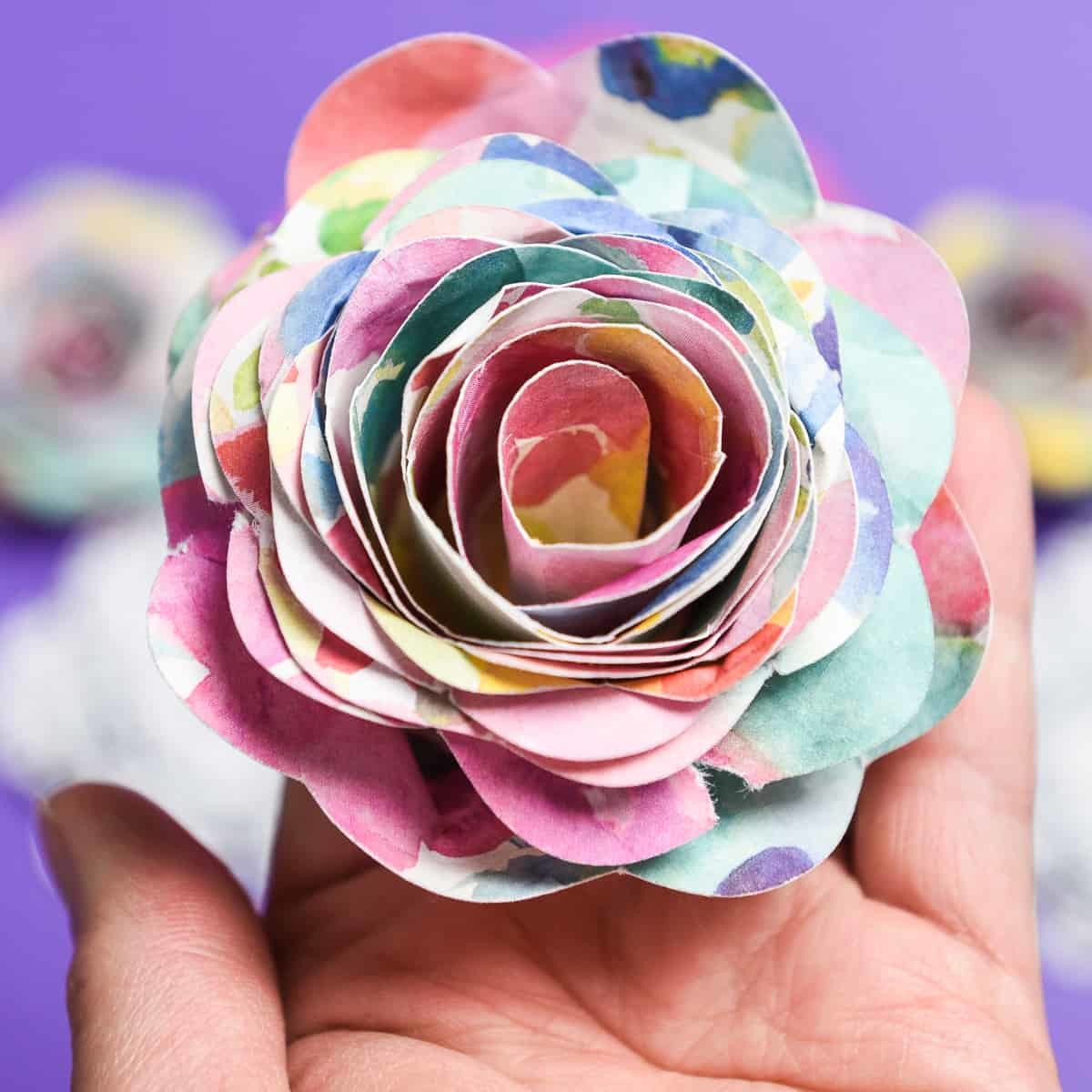 3D Paper Flowers - Sometimes it seems like all I do with my Silhouette Machine are crafts with vinyl. But I'm starting to make myself use paper more because it's easy and cheap! Like these 3D paper flowers, they're a quick craft to do on a rainy day and there are so many different kinds to make!