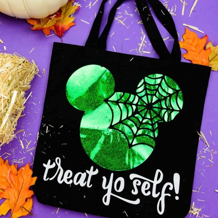 Halloween trick or treat bag - If you've got 10 minutes you can make this Mickey themed halloween tote bag! It's so easy to make with your Silhouette Cameo and the color options are limitless! #silhouettecameo #handmadehalloween #disneycrafts